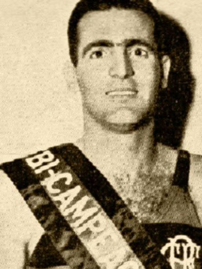 Mario fez parte do time rubro-negro decacampeão carioca entre 1951 e 1960