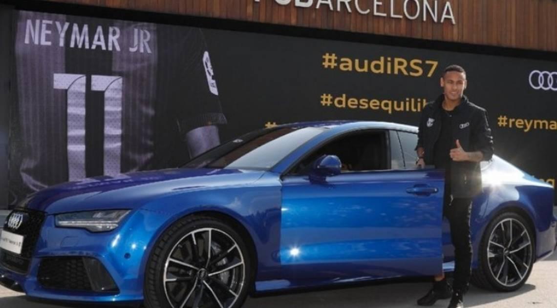 O craque também foi presenteado pela Audi nos tempos de Barça. Um belo exemplar do RS7 Performance