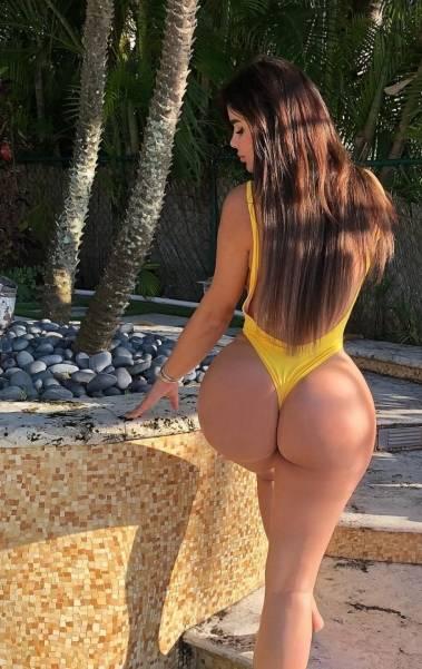 Anastasiya Kvitko exibe suas curvas nas redes sociais