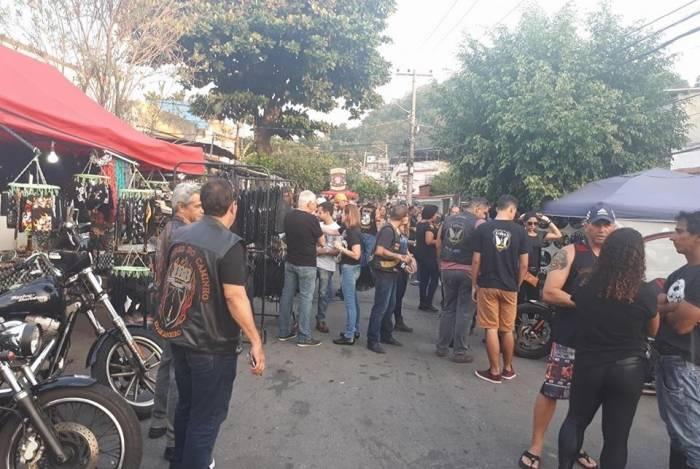A festa Coringa é em local aberto e tem expositores e apresentação de bandas de rock