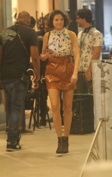 Caio Castro e Aghata Moreira gravam cenas da novela 'A Dona do Pedaço' no Fashion Mall