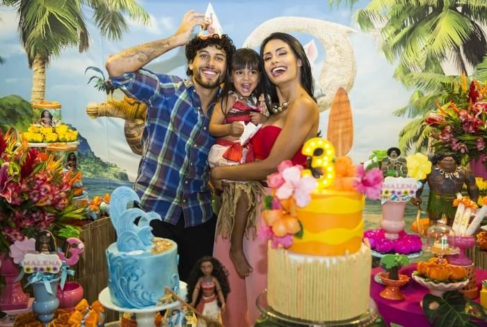 Jesus Luz e Carol Ramiro no aniversário da filha Malena