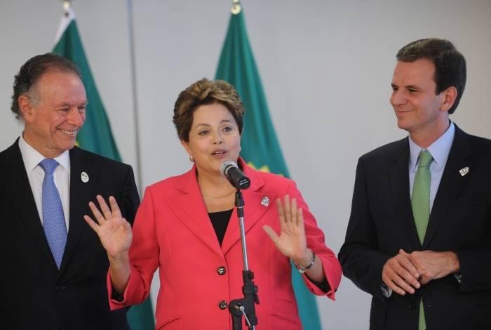 Presidenta Dilma Rousseff, com o Prefeito da cidade do Rio de Janeiro Eduardo Paes, o governador do Rio de Janeiro Sergio Cabral e  os irmãos Esquiva e Yamaguchi Falcão, medalhistas do boxe.