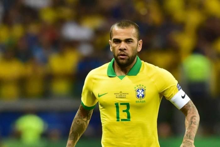 Daniel Alves, de 36 anos, foi eleito o melhor jogador da Copa América de 2019