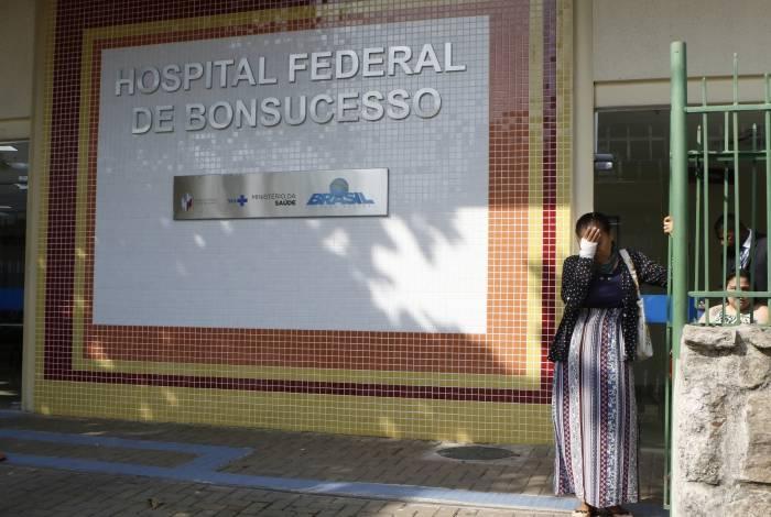 Iracema Sousa era a imagem da desolação, ontem, na porta do HFB. Não havia médico nem ambulância para levá-la a outra unidade