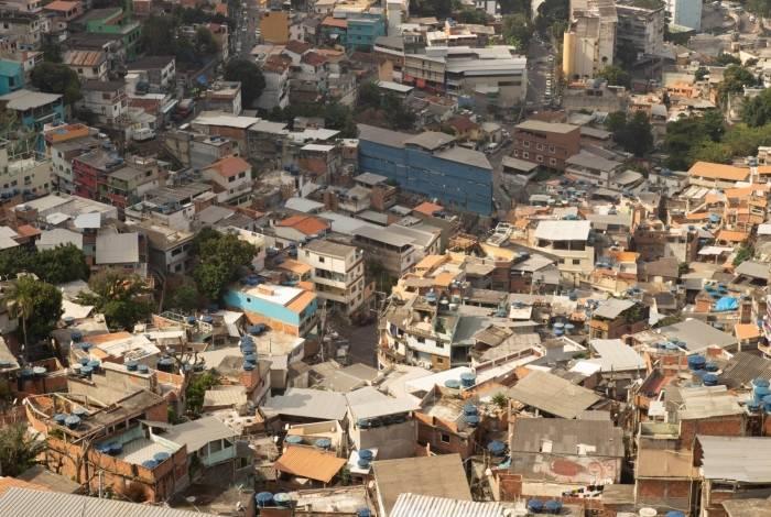 Cedae alugou 40 caminhões-pipa para atender exclusivamente as favelas