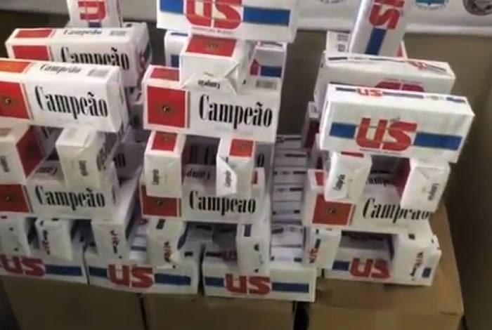 Cigarros contrabandeados encontrados pela PMERJ em depósito clandestino