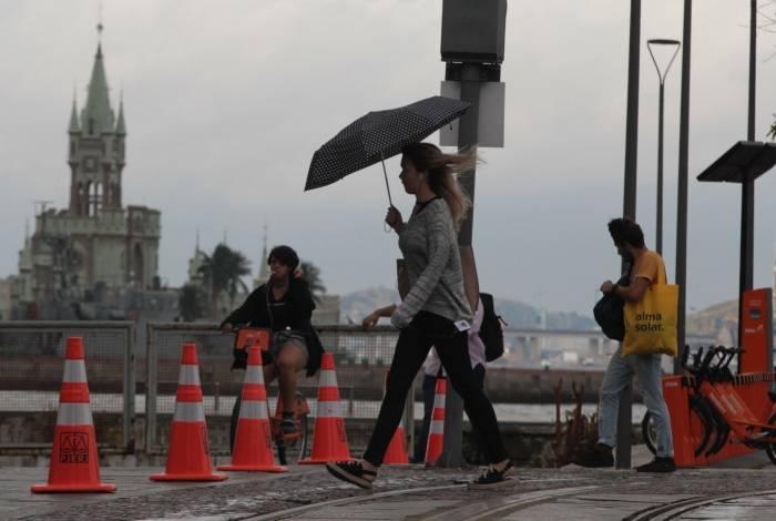 Chuva e frio no Rio nesta sexta-feira. Tempo continuará assim no fim de semana