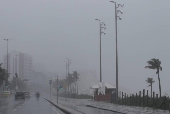 Frio e chuvas chegam ao Rio