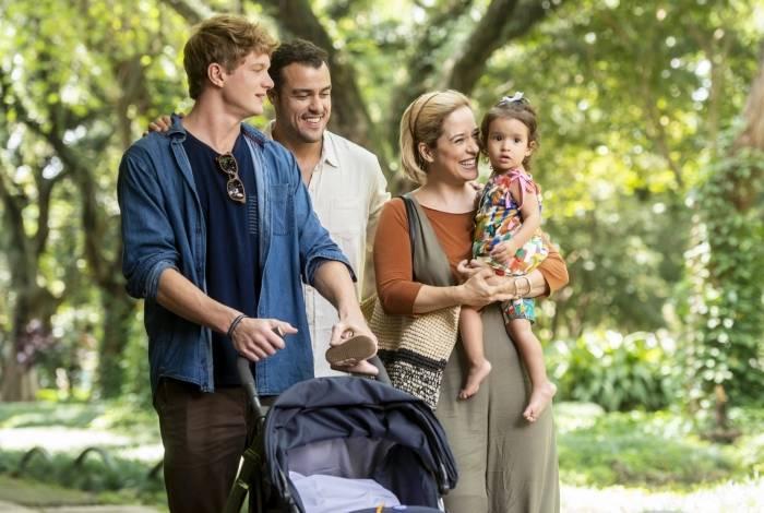Joaquim (Joaquim Lopes), Ligia (Paloma Duarte), Filipe (Pedro Novaes) e Nina: família em 'Malhação'