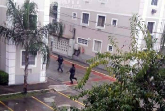 Bandidos fugiram pelo condomínio Residencial Recreio do Pontal