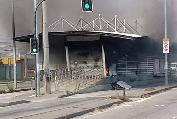 Fogo atingiu a estação Três Pontes