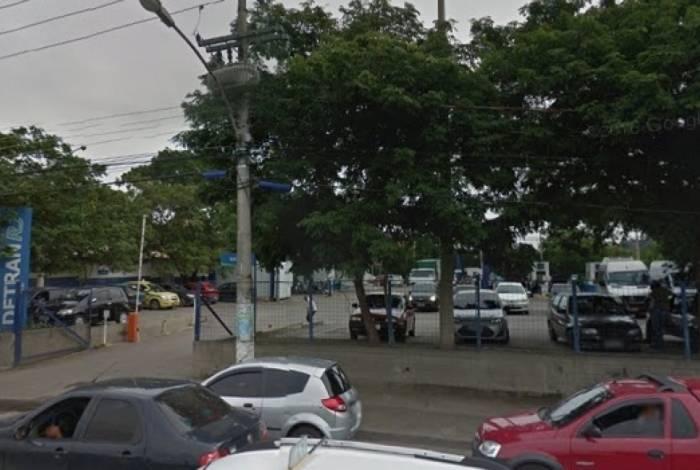 Crime aconteceu na noite deste domingo no Posto do Detran que fica em frente ao Shopping Grande Rio