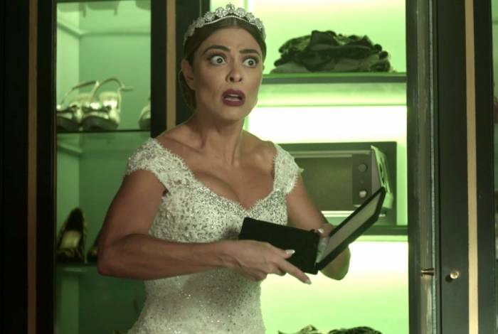 Maria da Paz descobre roubo de joias antes de se casar com Régis