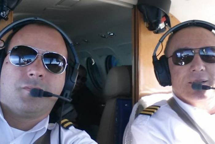 Pasquotti (a esquerda) assumiu o comando da aeronave depois que o piloto Benedito Fernando (a direita) ficou inconsciente
