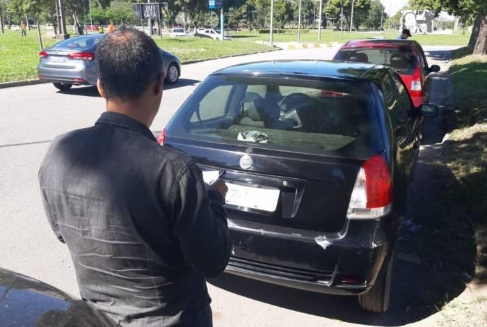 Veículo furtado no Fundão