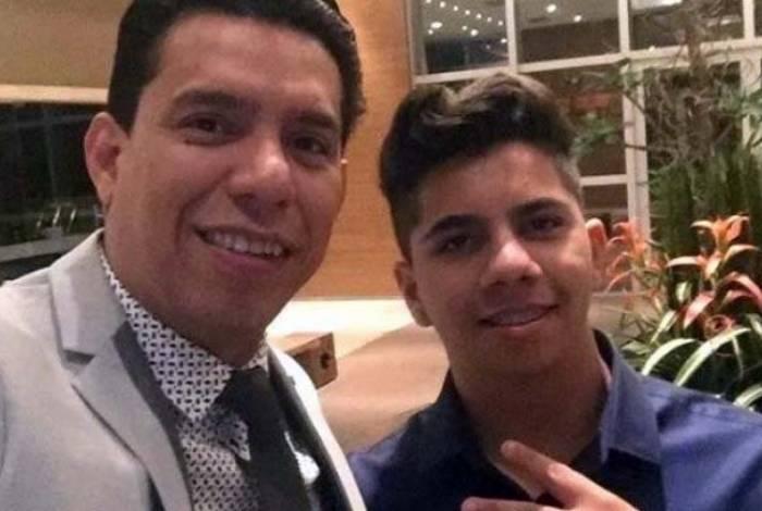 Daniel, ao lado do pai, é o quarto filho a romper com a parlamentar