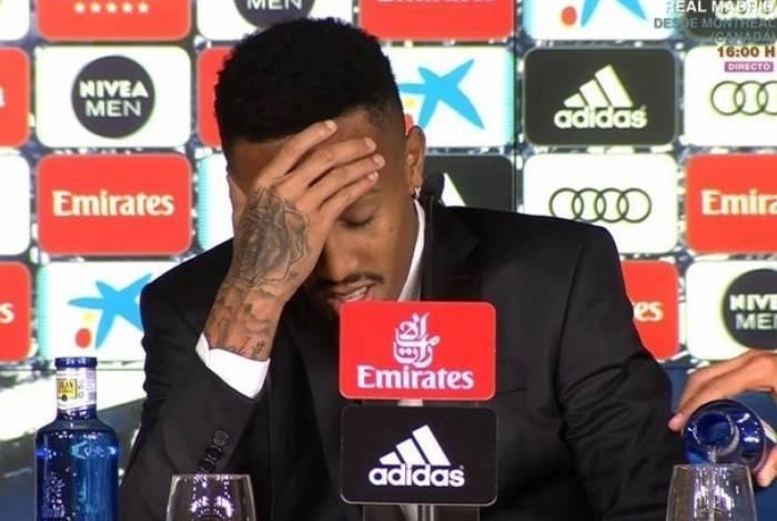 Éder Militão passa mal durante apresentação no Real Madrid
