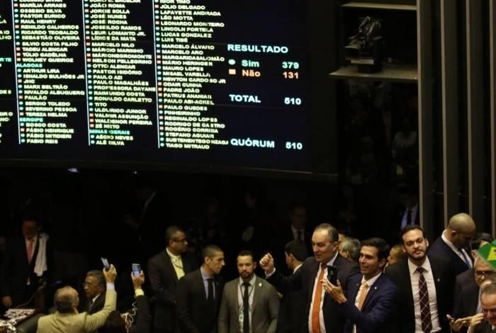 Base de apoio do governo Bolsonaro conseguiu 71 votos a mais do que o necessário para aprovar PEC 6