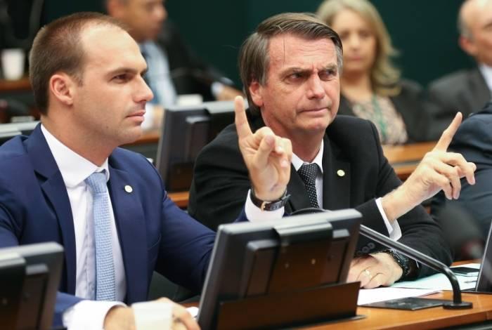 O deputado federal Eduardo Bolsonaro e o presidente Jair Bolsonaro