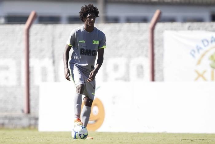 Com personalidade e bom futebol, Talles Magno conquistou seu espaço aos 17 anos no Vasco