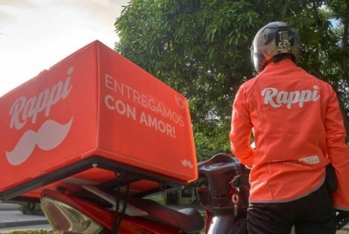 Motoqueiros e ciclistas de aplicativos de delivery em Niterói reclamam das condições de trabalho
