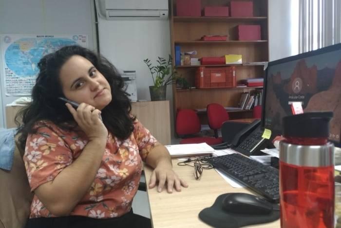 Ana Luisa Costa deixa o celular no silencioso por causa das ligações de telemarketing