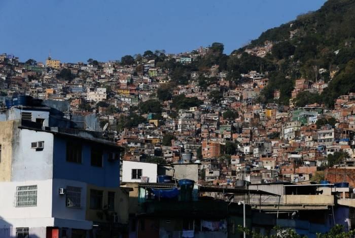 Comunicado do governo dos EUA aconselha turistas a não visitarem 'empreendimentos informais de habitação' (comumente referidos no Brasil como favelas) a qualquer hora do dia, devido a crimes