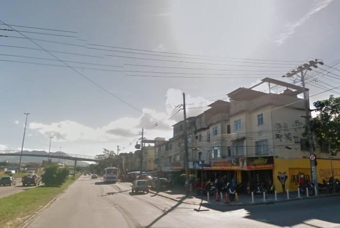 Avenida Brasil, na altura da rua Marcos de Macedo, em Guadalupe, na Zona Norte do Rio