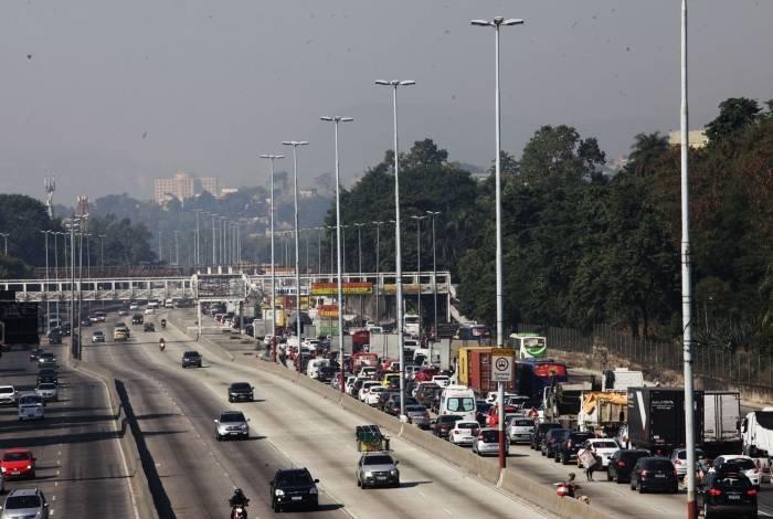 Pista Central da Avenida Brasil é liberada