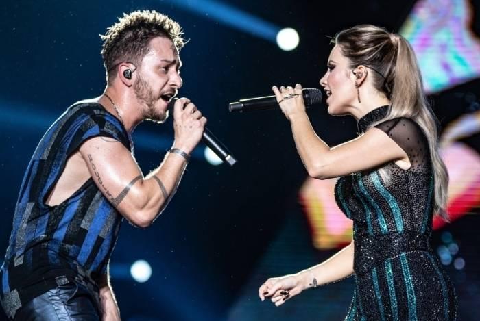Sandy e Junior em estreia da turnê 'Nossa História' em Recife
