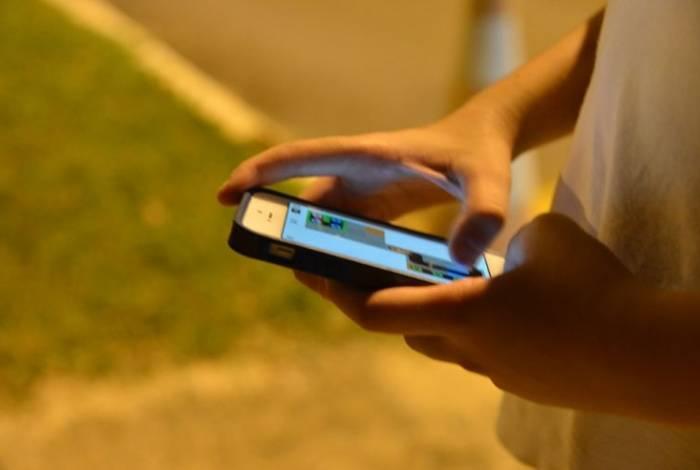 Uso excessivo de mídia social por meninas pode atrapalhar o sono e atividades físicas