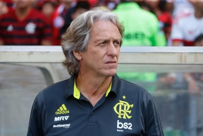 Jorge jesus em seu primeiro jogo no Maracanã