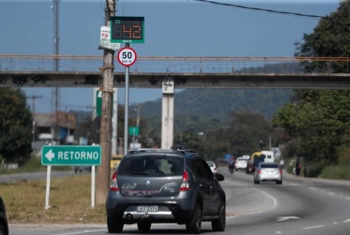 Um dos radares de velocidade instalados na RJ 106, na altura de São Gonçalo: 16 serão desligados