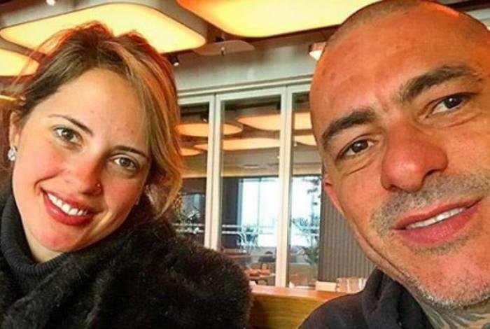 Henrique Fogaça e Carine Ludvic