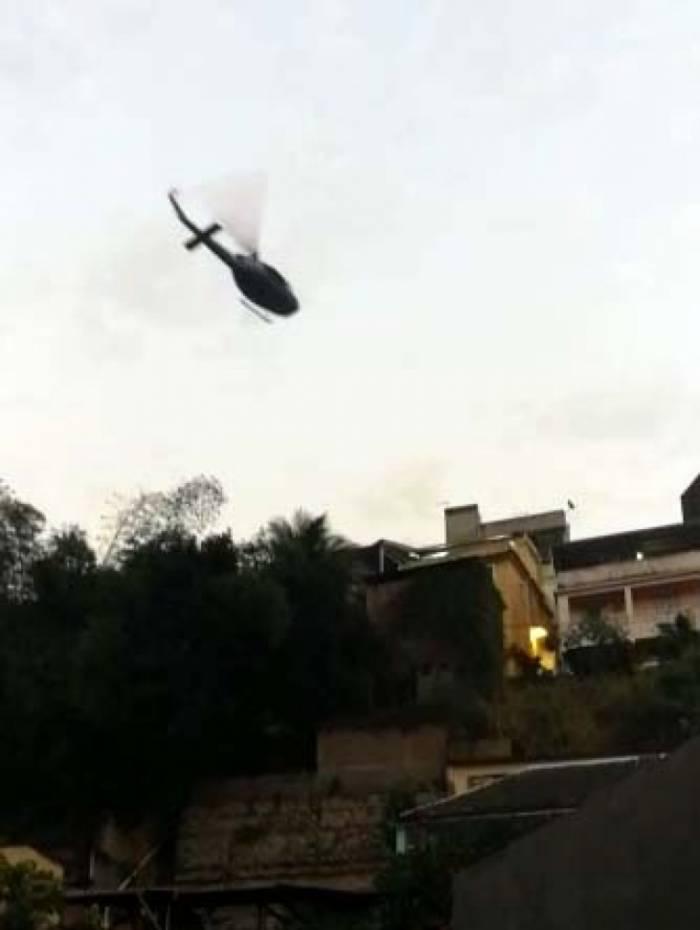 Helicóptero policial sobrevoou a região