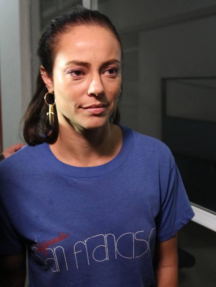 Paolla Oliveira foi até a Delegacia de Crimes de Informática