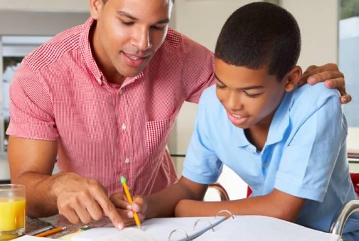 Pais podem ajudar os filhos no plano de estudos