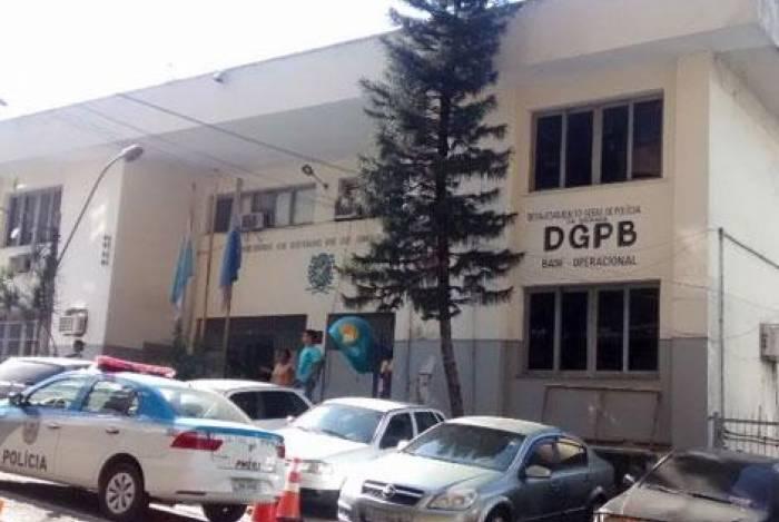 Policiais Civis da 59ª DP (Duque de Caxias) prenderam um casal por estupro de vulnerável e fornecimento de bebidas alcoólicas a menores de idade
