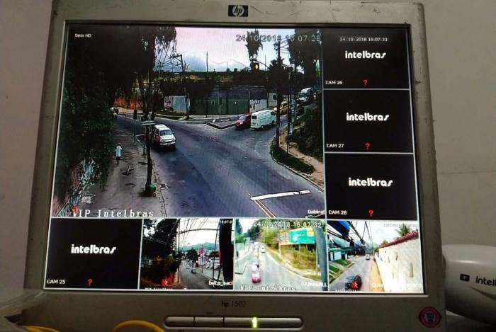 Monitor exibia imagens de vários pontos da Cidade de Deus