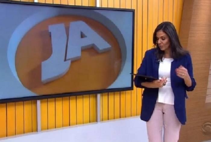 Cristiana Ranzolim deixa tablet cair ao vivo