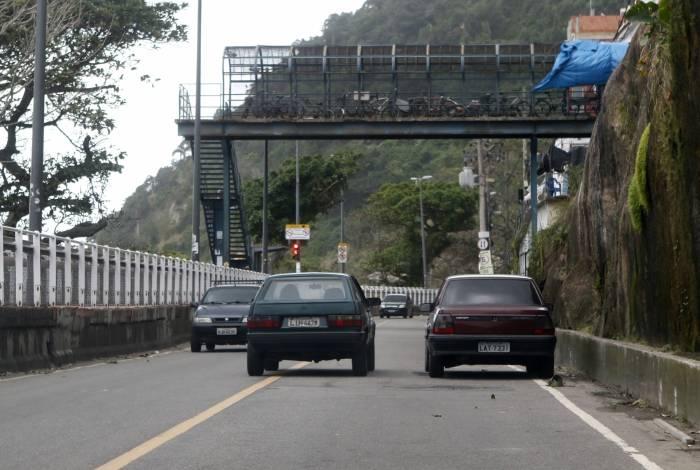 Na manhã de ontem, carros circulavam pela Niemeyer normalmente