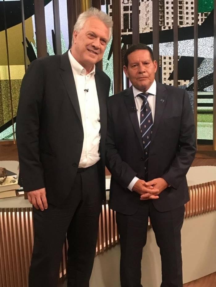 Pedro Bial e o vice-presidente do Brasil Hamilton Mourão