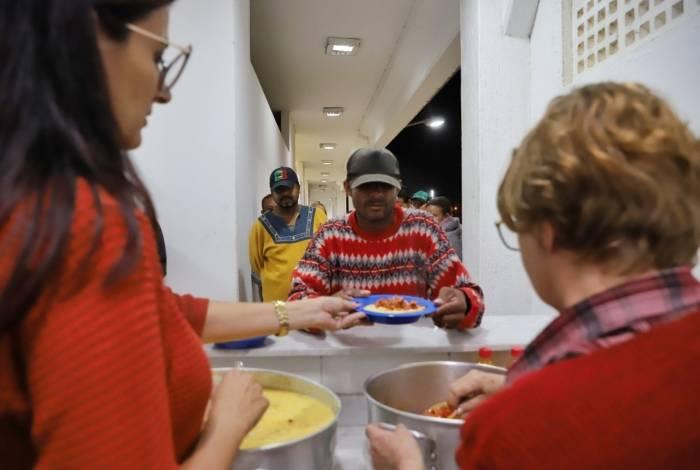 População de rua de Campos pode passar uma noite aquecida e segura no Abrigo Noturno de Inverno, montado pela prefeitura para proteger as pessoas do frio da estação