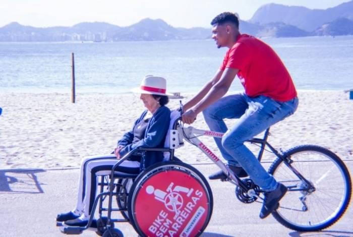Bike Sem Fronteiras: projeto incentiva que pessoas com mobilidade reduzida passeiem pela cidade