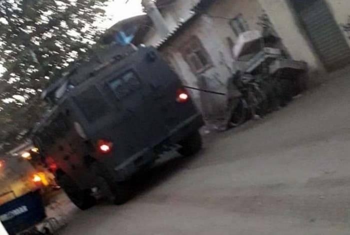 Blindado foi visto circulando pelas ruas da Maré