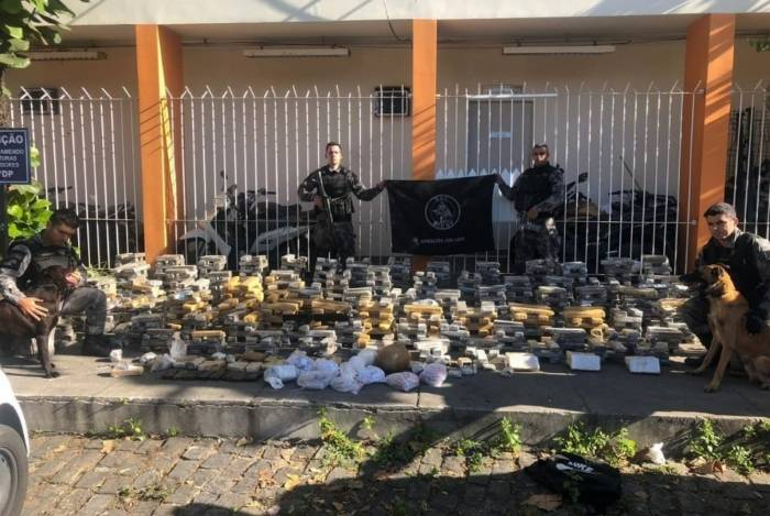 O BAC exibe as mais de duas toneladas de drogas apreendidas
