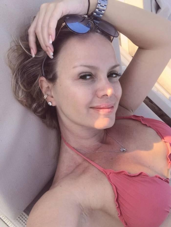 Eliana curte férias na Sardenha