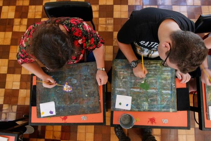 Atividades de pinturas, artes cênicas e de roteiro estão entre os diferentes laboratórios oferecidos em todas as 21 unidades do Sesc RJ