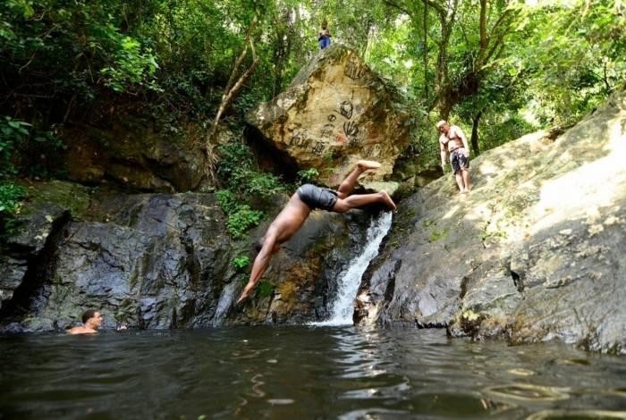 Cachoeiras e poços: atrações no Parque do Vulcão